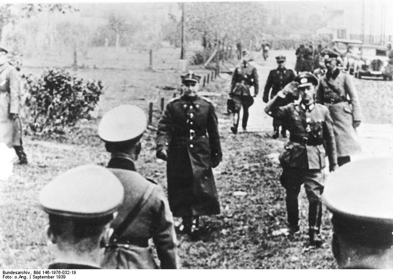 Kapitulacja Warszawy O 13.15, 28 września, w budynku fabryki Skody na Rakowcu gen. Tadeusz Kutrzeba i gen. Johannes Blaskowitz podpisali umowę o kapitulacji Warszawy.