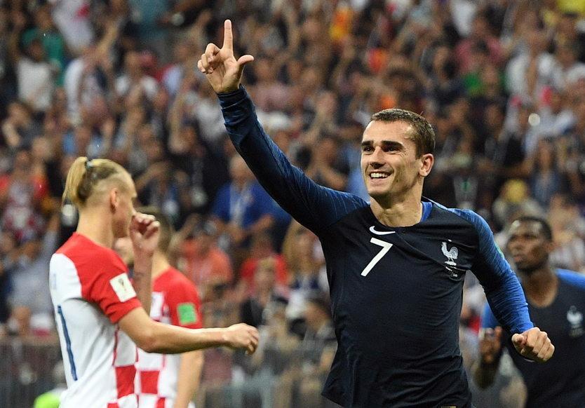 14. 06. || Na przełomie czerwca i lipca byliśmy świadkami kolejnych mistrzostw świata w piłce nożnej. Złoty medal zdobyła Francja, która pokonała w finale Chorwację (4:2). Trzecie miejsce zajęła Belgia. Polska drużyna nie awansowała z fazy grupowej.